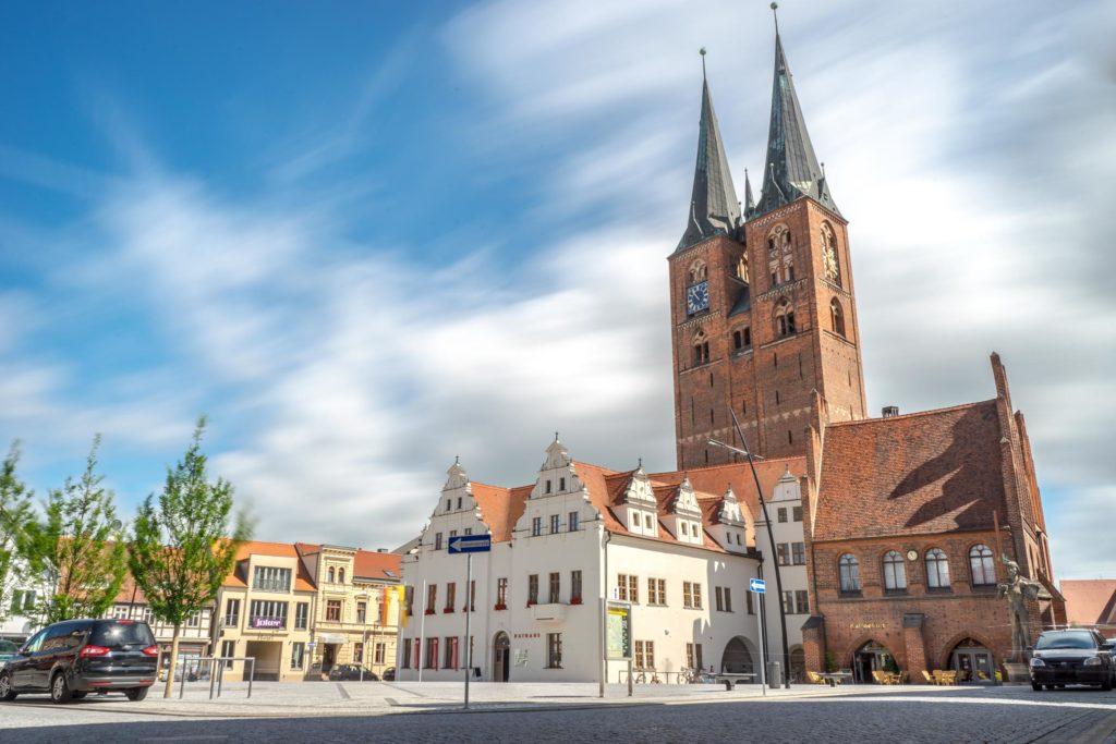 Rathaus und Marienkirche am Stendaler Marktplatz