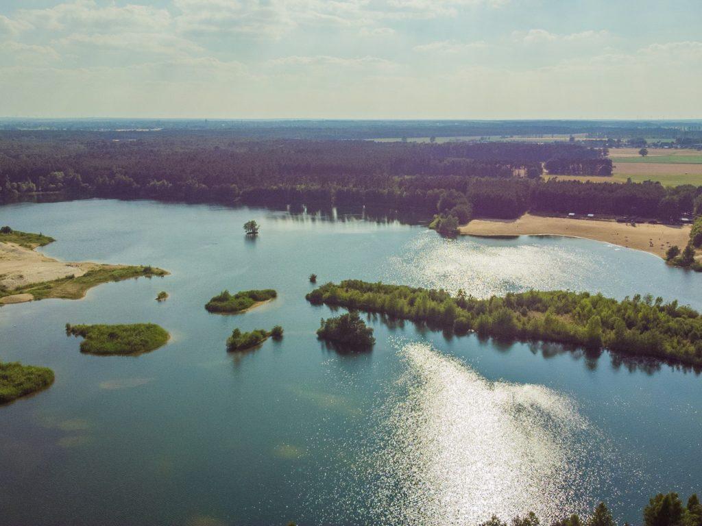 Luftbild vom Badesee in Wischer
