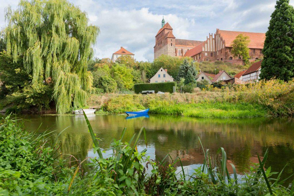 Die Stadt Havelberg liegt direkt am Fluss Havel
