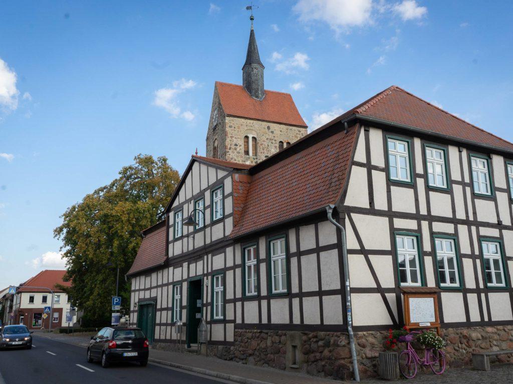 Bürgerhaus und Stadtkirche in Bismark