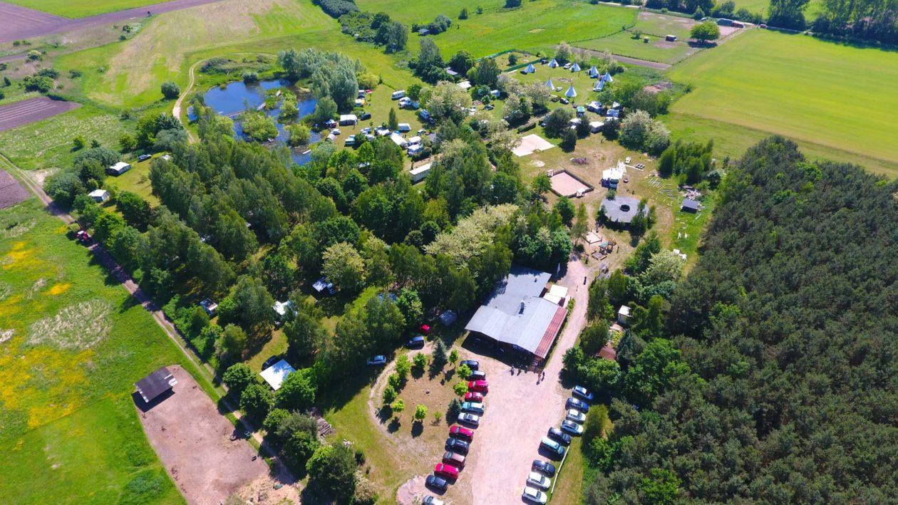 Campingplatz Bertingen mit Indianer Tipidorf von oben